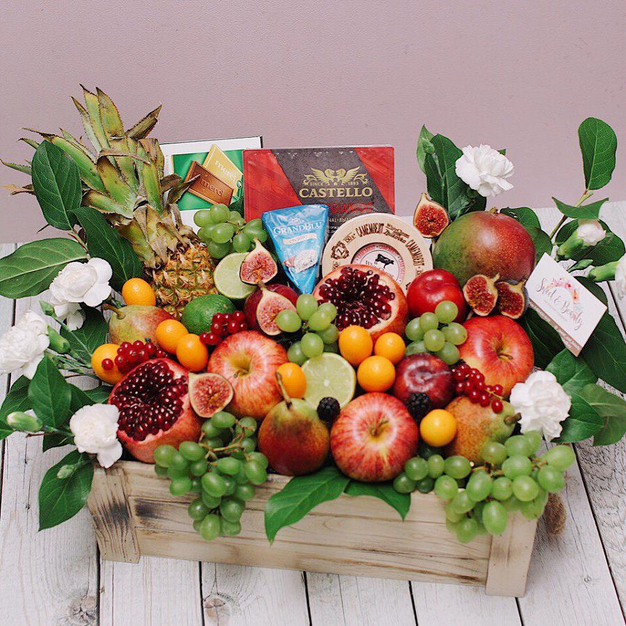 Подарочный набор в ящике с фруктами