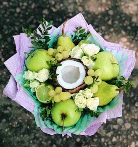 Зеленый букет с кокосом