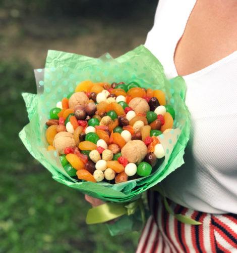 Букет «Фиеста» из манго и цукатов